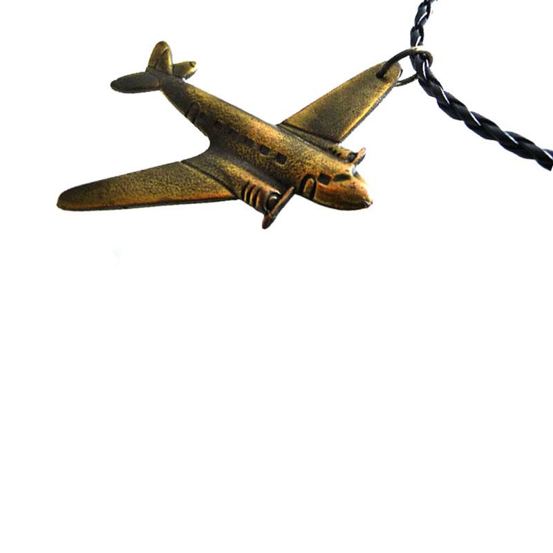 Colar Aviao Ouro Velho Couro