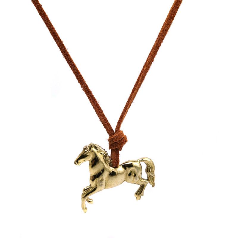 Colar Cavalo Dourado Camurca